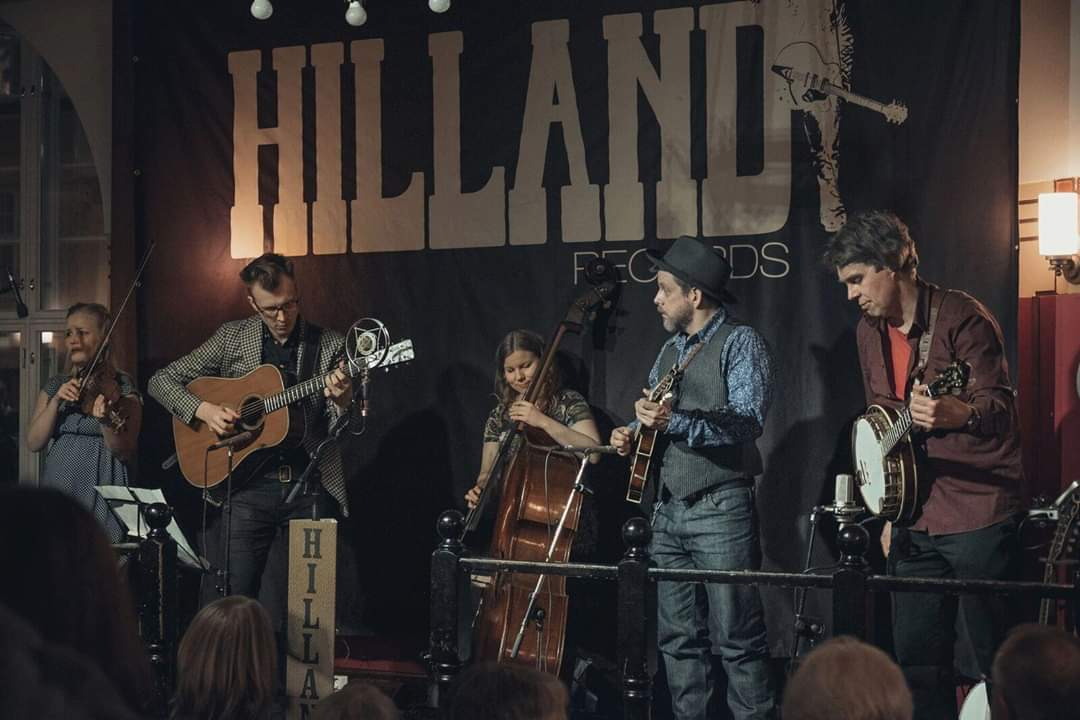 To 27.2. Hilland Acoustic Nights Klo 21.00